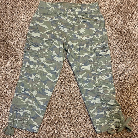 Camouflage Camo military capris  like new size 4